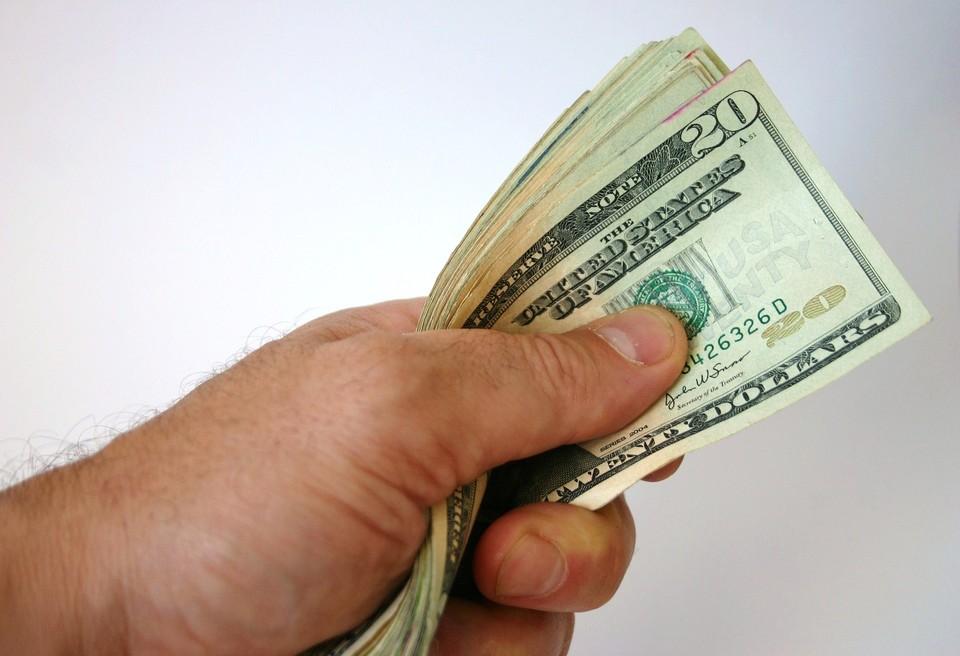 Доллар на выходных будет стоить 419,69 тенге