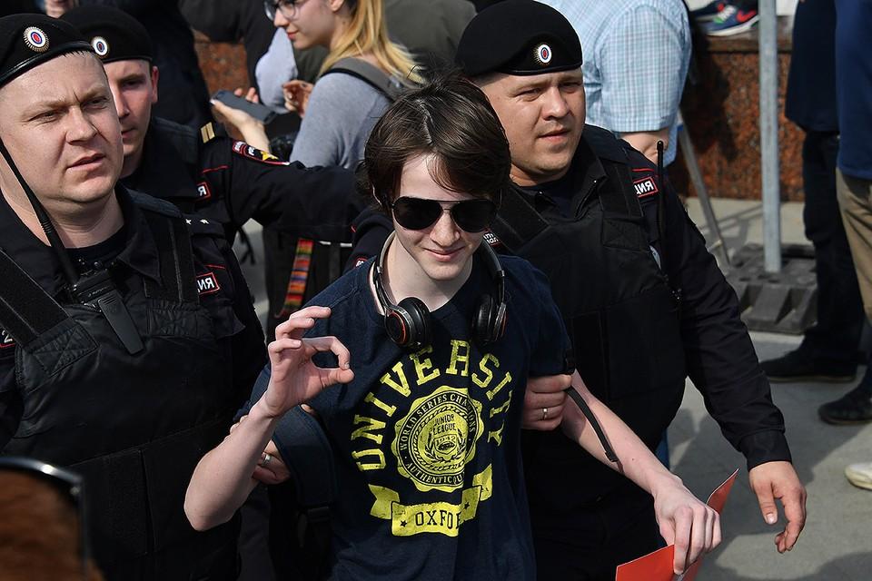Задержание на незаконном шествии оппозиции в Москве, лето 2018 г.