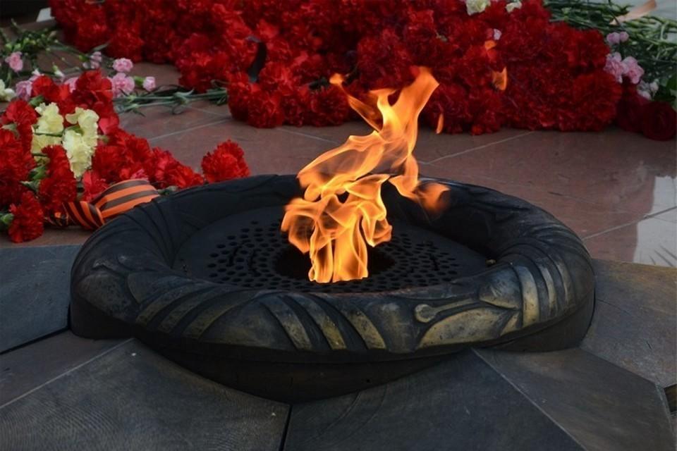 В Ноябрьске из-за 46-градусных морозов временно потушили Вечный огонь