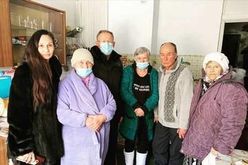 Старикам тут не место: дом-призрак, в котором пытались выжить 7 пенсионеров в Дальнегорске, начали расселять