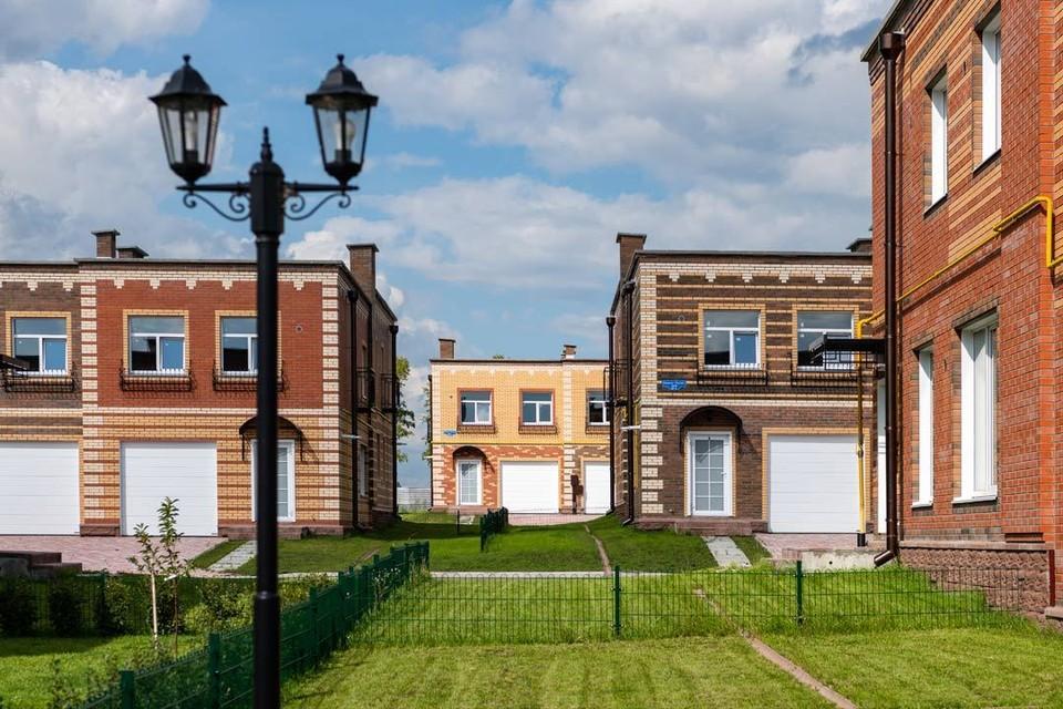 В поселках Березки все квартиры идут с земельным участком и парковкой. Фото предоставлено ООО «Дар».