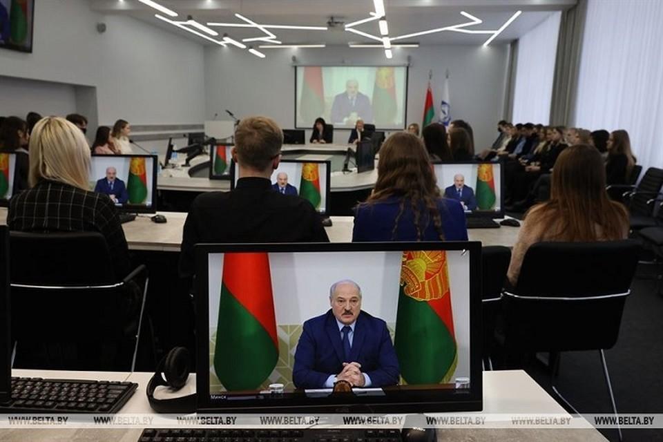 Лукашенко выступал перед студентами в БГУ, а в областных вузах это смотрели онлайн по видеосвязи. Фото: БелТА.