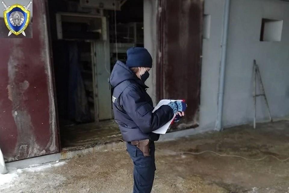 Мужчина взял руками оголенный провод и получил смертельный разряд. Фото: СК.