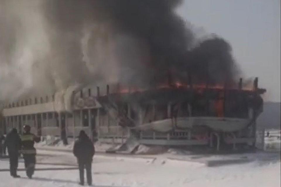 Во Владивостоке случился пожар на базе отдыха