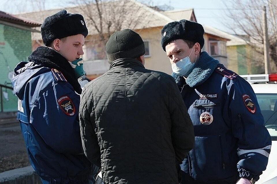 В Октябрьском районе Приморья водитель большегруза попытался дать взятку инспектору ДПС