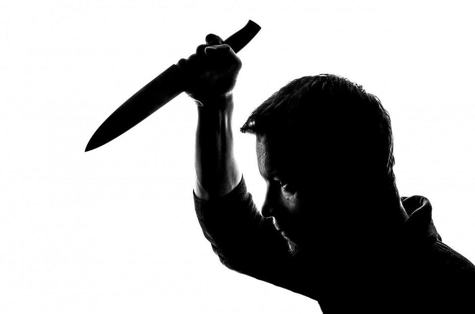 Мужчина нанес несколько ударов ножом пенсионерке