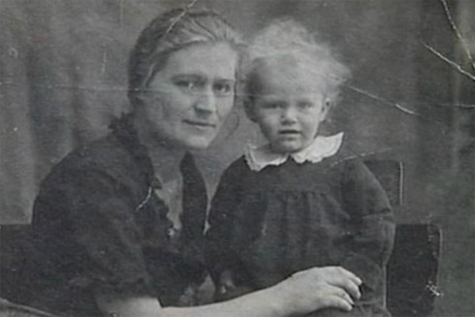 Анна Герман в возрасте одного года. Фото: ГОСТЕЛЕРАДИОФОНД/YouTube