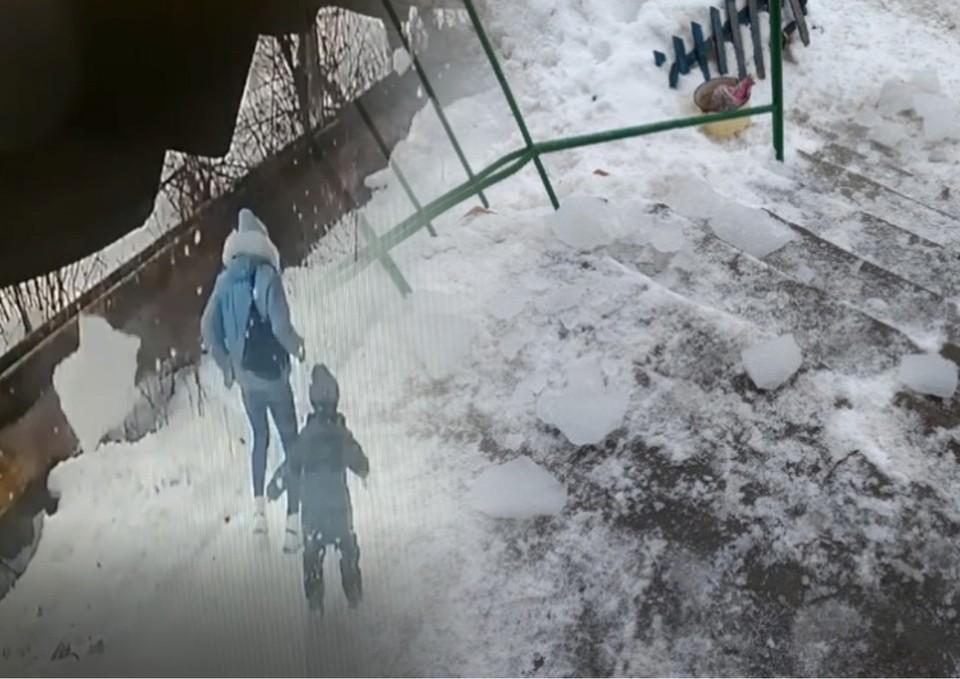 Куски льда упали на крыльцо и тротуар. Фото: Гражданский патруль