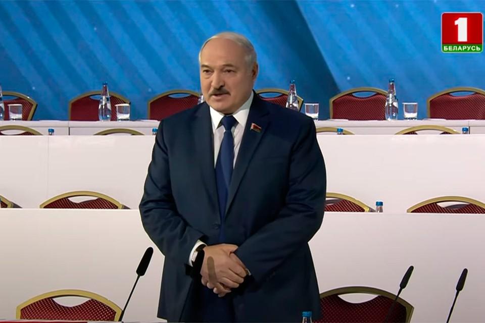 Александр Лукашенко посоветовал делегатам расслабиться и чувствовать себя хозяевами. Фото: скриншот