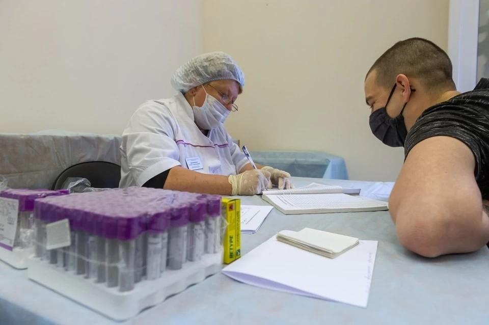 Вакцинацию от коронавируса среди военнослужащих планируют провести в два этапа