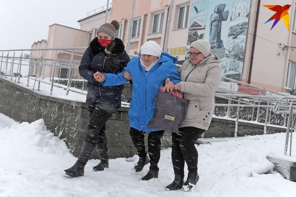 В Беларуси за сутки от мороза и гололеда пострадали около 300 человек