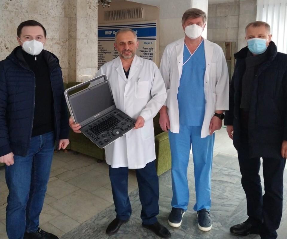 DFM Duty Free подарила больнице минздрава оборудование для лечения больных Covid-19.
