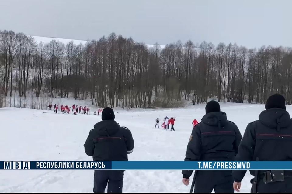 Под Молодечно задержали группу людей на лыжах. Фото: МВД