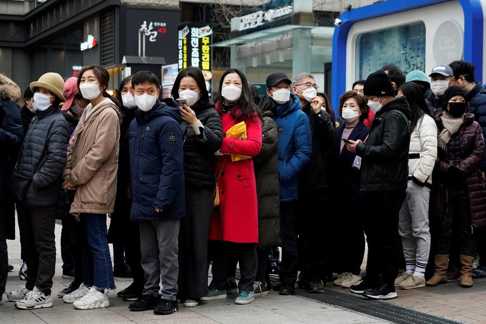 Не менее 1000 китайцев из Уханя заразились 13 штаммами коронавируса в декабре 2019