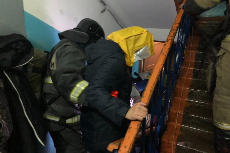 Звено газодымозащитной службы успело эвакуировать человека Фото: МЧС