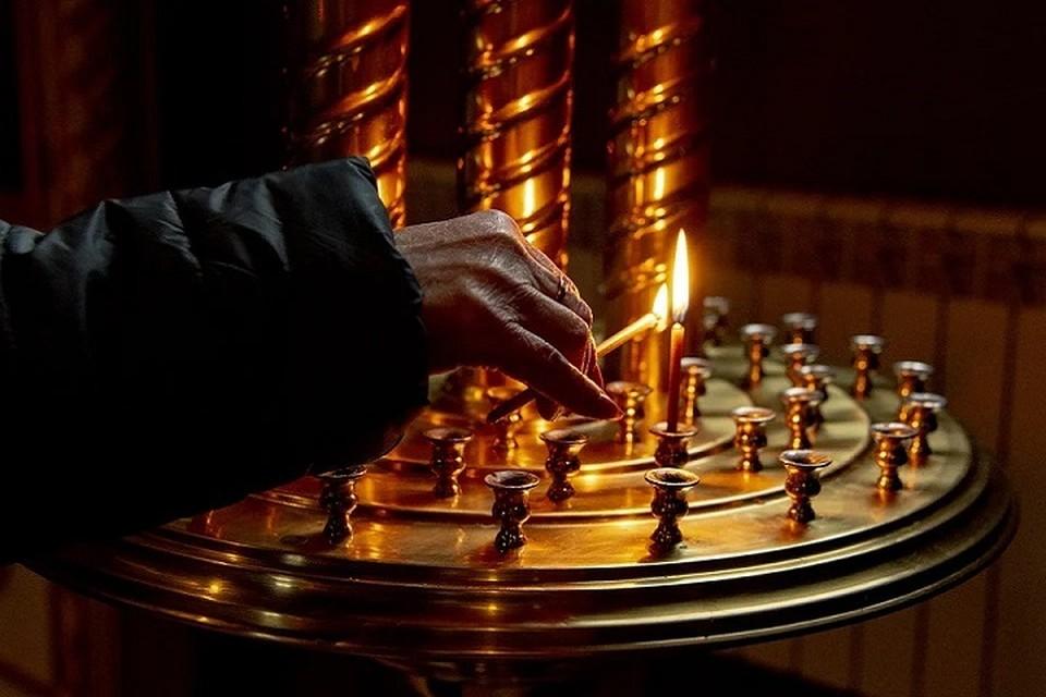 Освященные на Сретение Господне в храмах свечи забирают домой, считается, что они защитят дом от молний и пожаров.