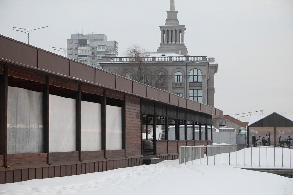 В Красноярске возле Речного вокзала снесут деревянные постройки