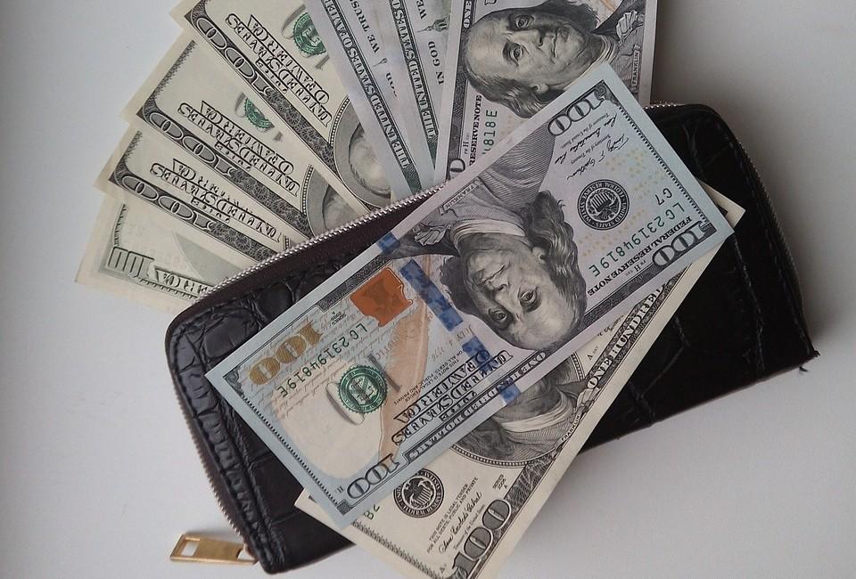 Доллар продолжает снижаться по отношению к тенге