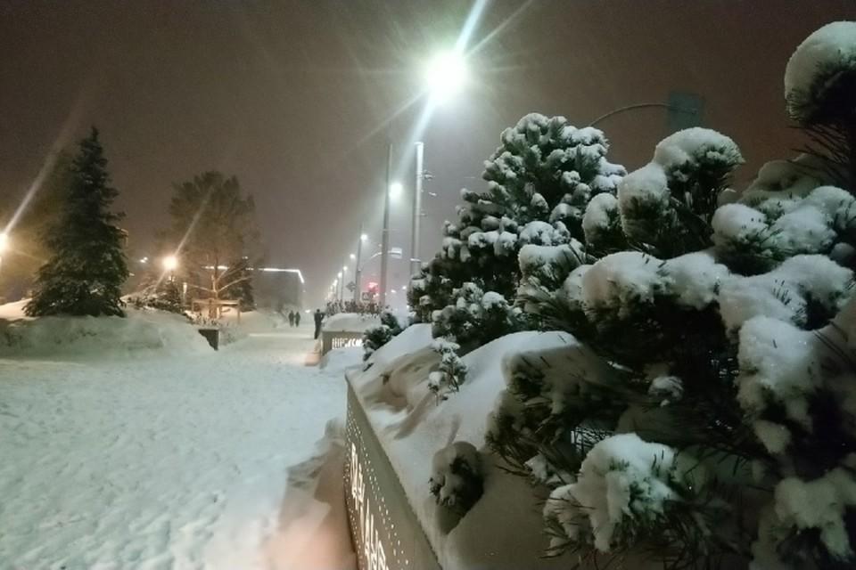 Последствия сильного ночного снегопада в Кемерове