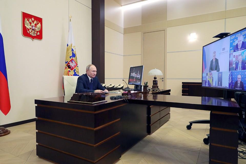 Владимир Путин несколько часов общался с лидерами думских фракций. Фото: Михаил Климентьев/ТАСС