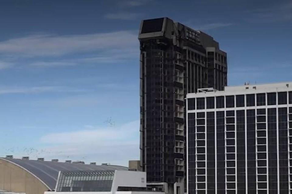 """В США снесли 39-этажное казино """"Трамп-Плаза"""""""