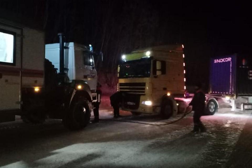 Более 130 большегрузных автомобилей вызволили из снежного плена спасатели в Хабаровском крае