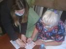 В Губкине полицейские выдали пенсионерке паспорт на дому