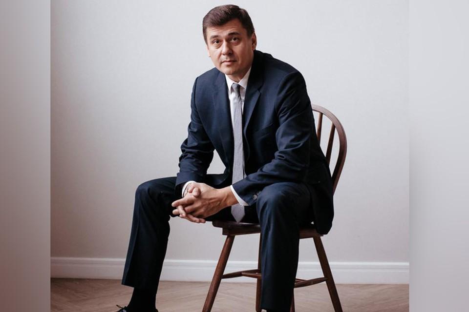 Олег Извеков был принят в администрацию в феврале прошлого года.
