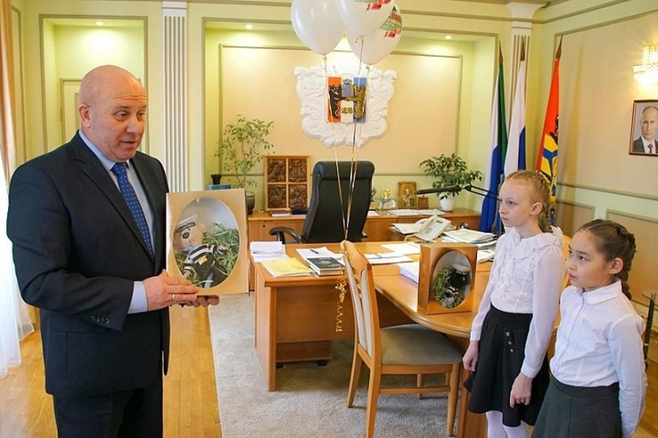 Дети передали на подводную лодку «Хабаровск» мишку Тишку