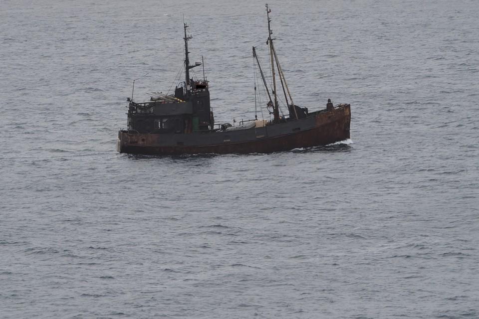 Задержали команду рыболовецкого судна, которая занималась незаконной добычей биоресурсов. Фото: vk.com/clubzapovedkand