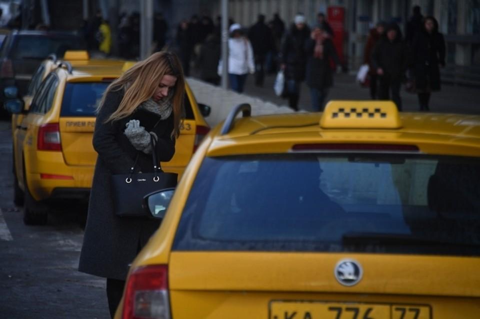 ФАС изучит увеличение цен на такси в снегопад