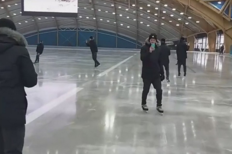 """В новом ледовом дворце «Кузбасс» залили первый лед. ФОТО: vk.com, """"ХК «Кузбасс»"""""""