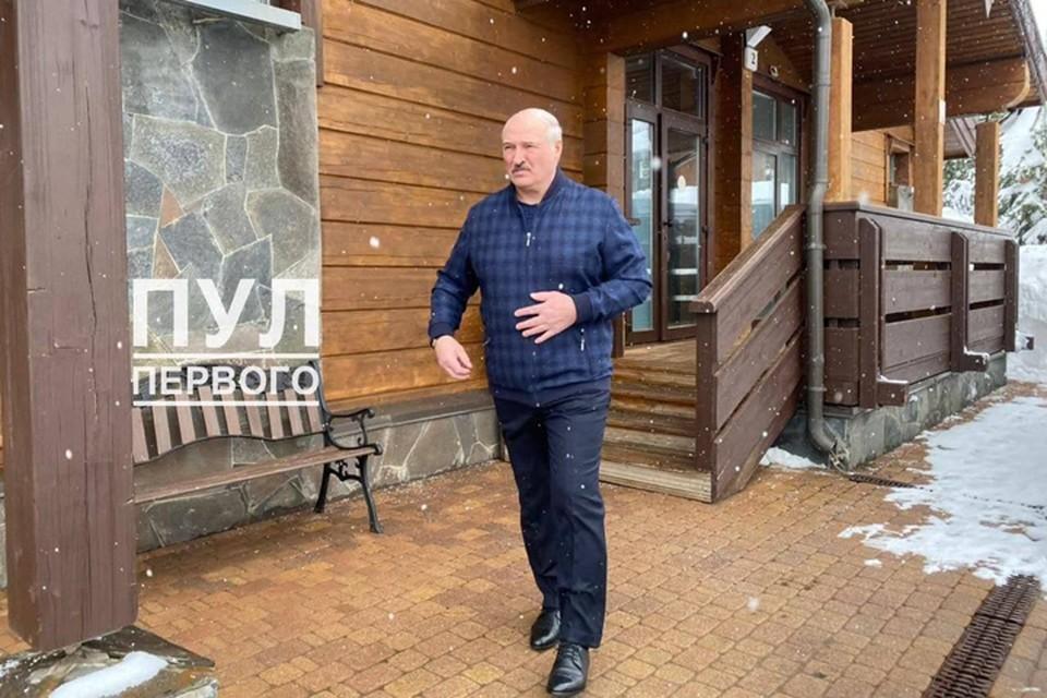 """Путин улетел в Москву, а Лукашенко до сих пор находится в Сочи? Фото: telegram-канал """"Пул Первого""""."""