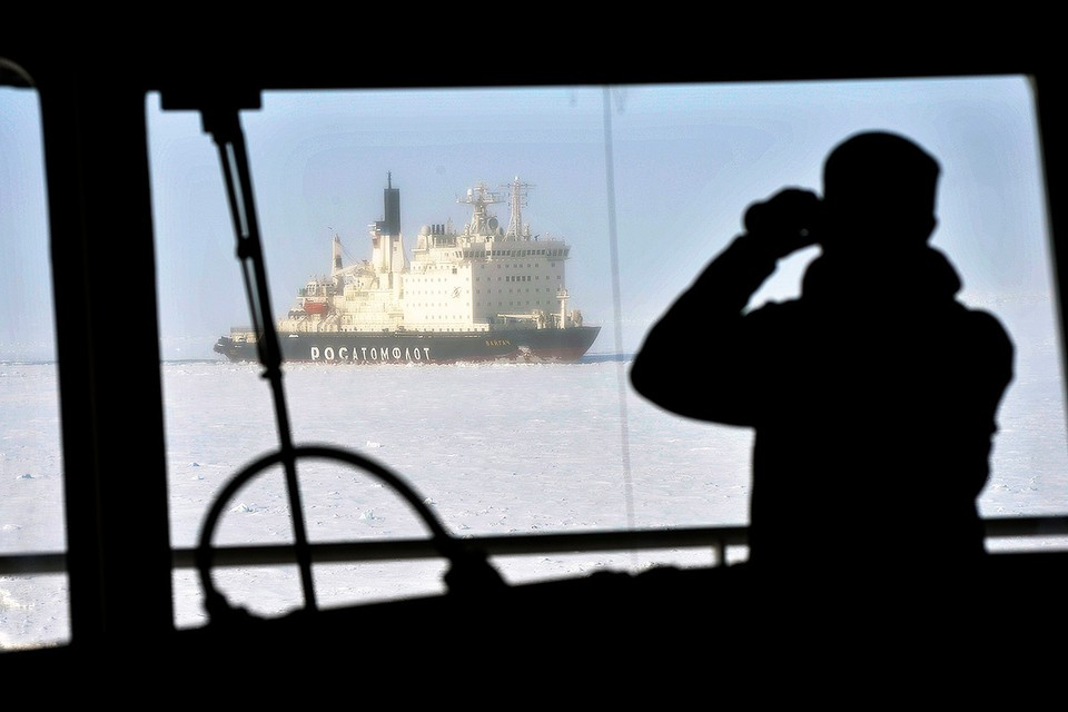 Транспортировка грузов по Северному морскому пути. Фото: Лев Федосеев/ТАСС