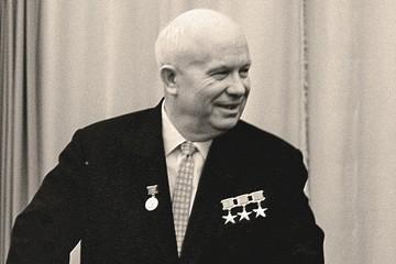 Доклад о культе личности и его последствиях: Хрущев вычеркнул шутку Сталина про расстрел членов Политбюро