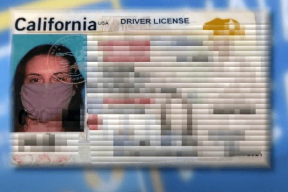 Жительница Калифорнии получила права с фотографией в медицинской маске.