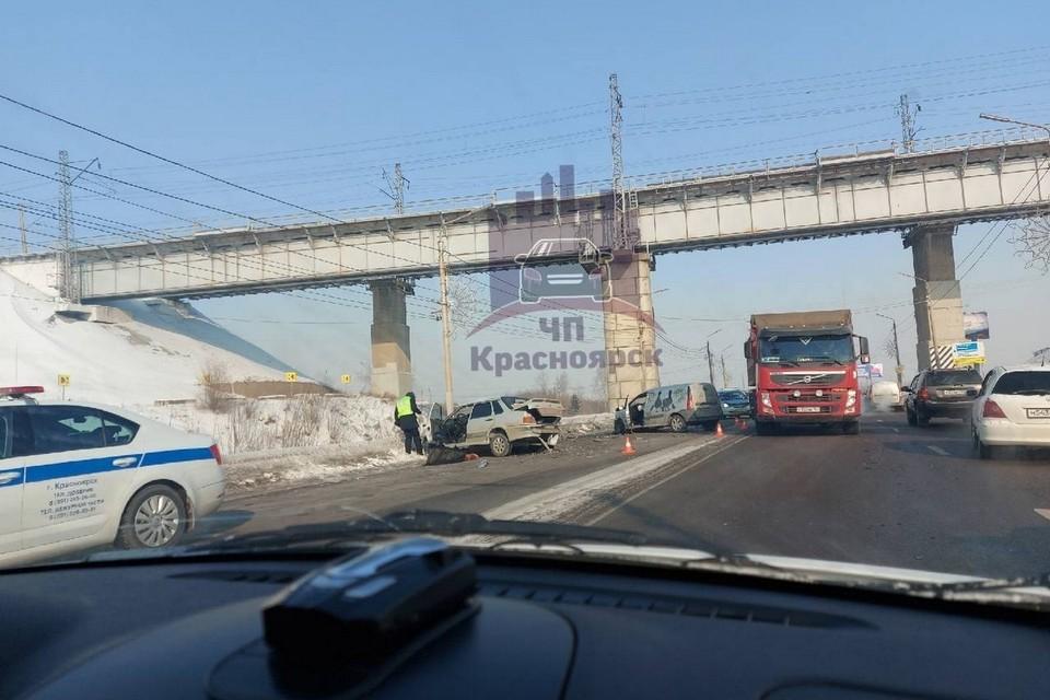Массовая авария в Красноярске на Брянской-Котельникова. Фото: ЧП Красноярск