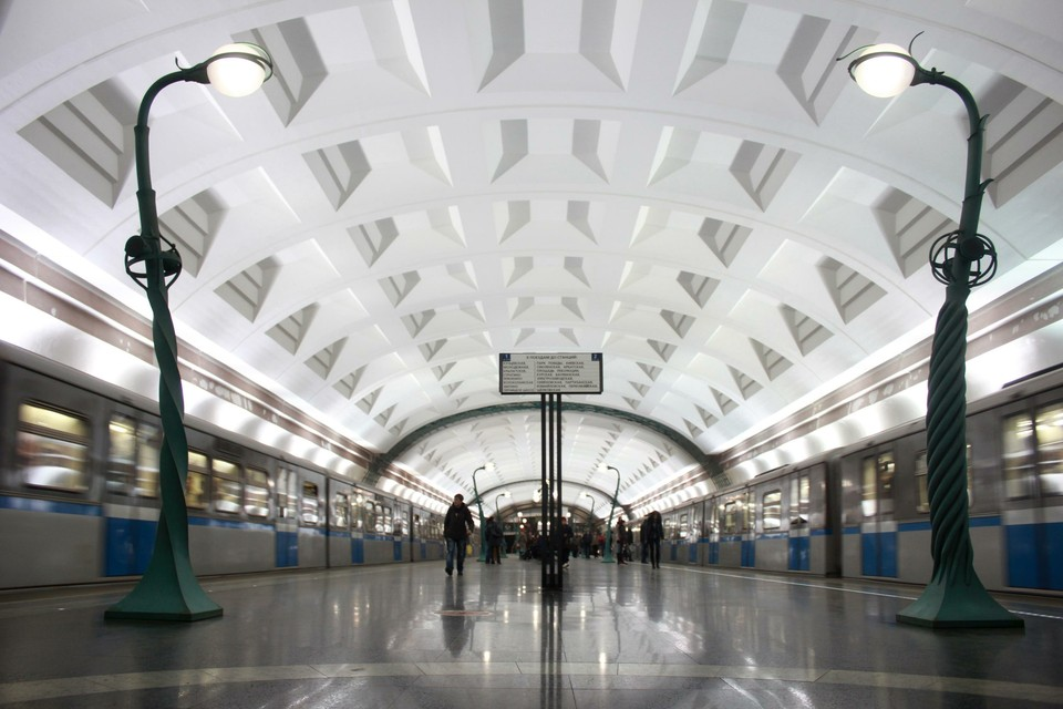 Станцию «Славянский бульвар», где мужчина угрожал взорвать гранату, открыли для входа и выхода.