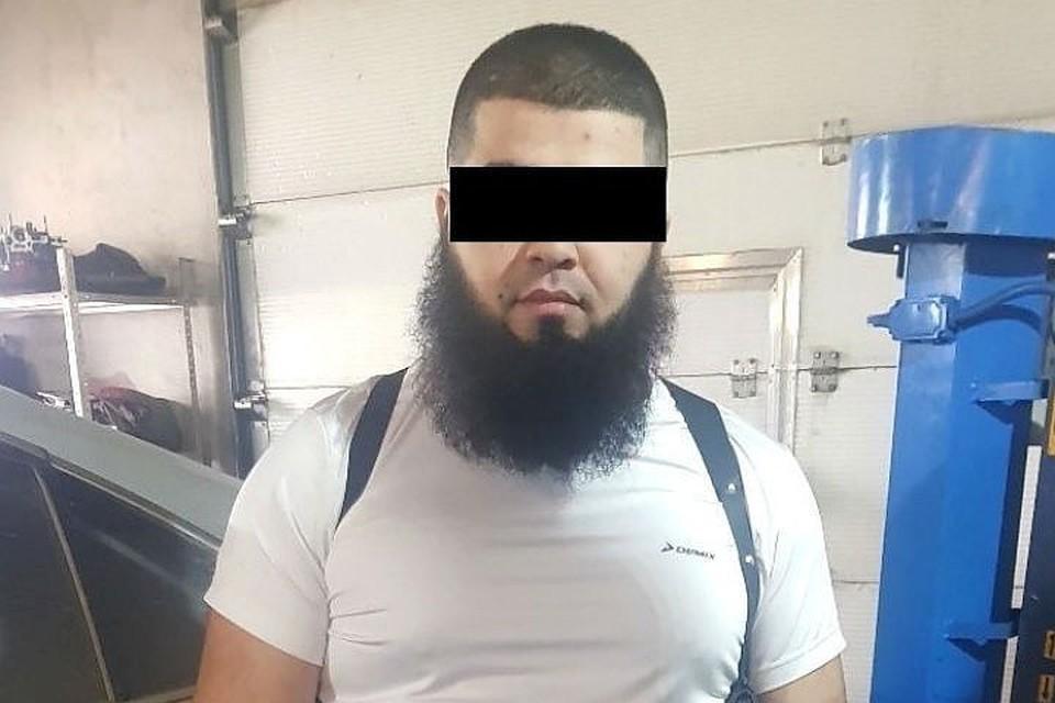 Сторонник ИГИЛ* вербовал в Иркутске знакомых на войну в Сирии.