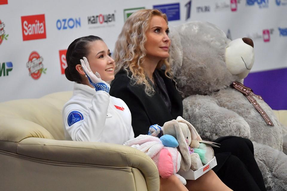 Камила Валиева и ее тренер Этери Тутберидзе