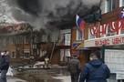 «Сейчас огонь перекинется на здание суда». В Приморье полыхает торговый центр