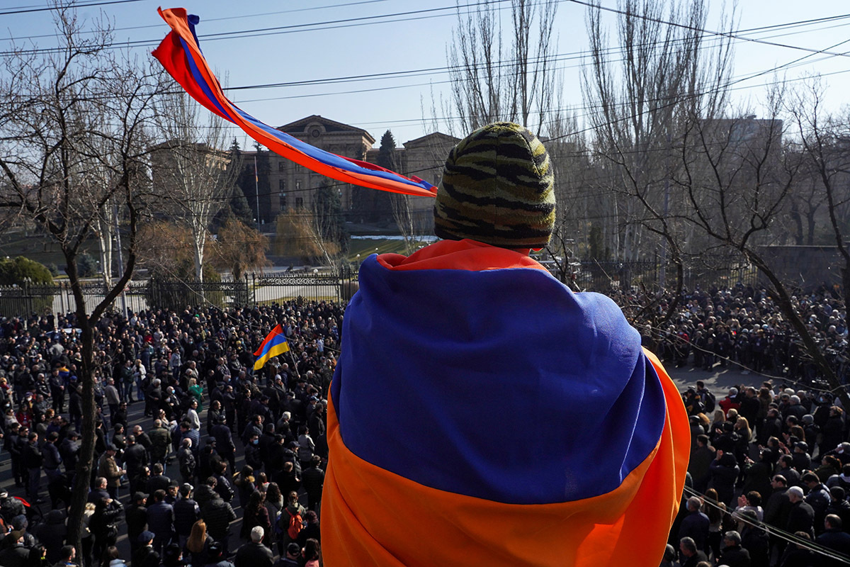 Все в Армении готовятся к «большому понедельнику», считая, что этот день станет для этой страны переломным. Тут запланированы сразу три больших митинга.