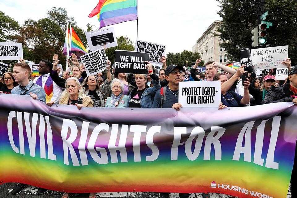 Похоже, красно-белые полосы на флаге США можно будет заменять на радужные. Дело все в том, что «свободная страна» стремительно становится страной сексуальной свободы.