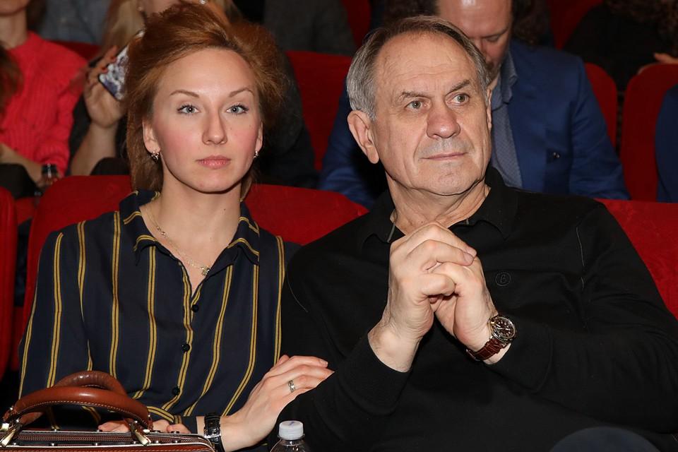 Валерий Афанасьев сегодня счастлив в четвертом браке с молодой актрисой Наталией Поздняковой