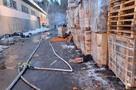 Огромный склад загорелся в паре километров от МКАД