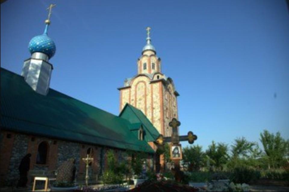 Скитский храм вмч. Георгия Победоносца, где находится могила отца Георгия.