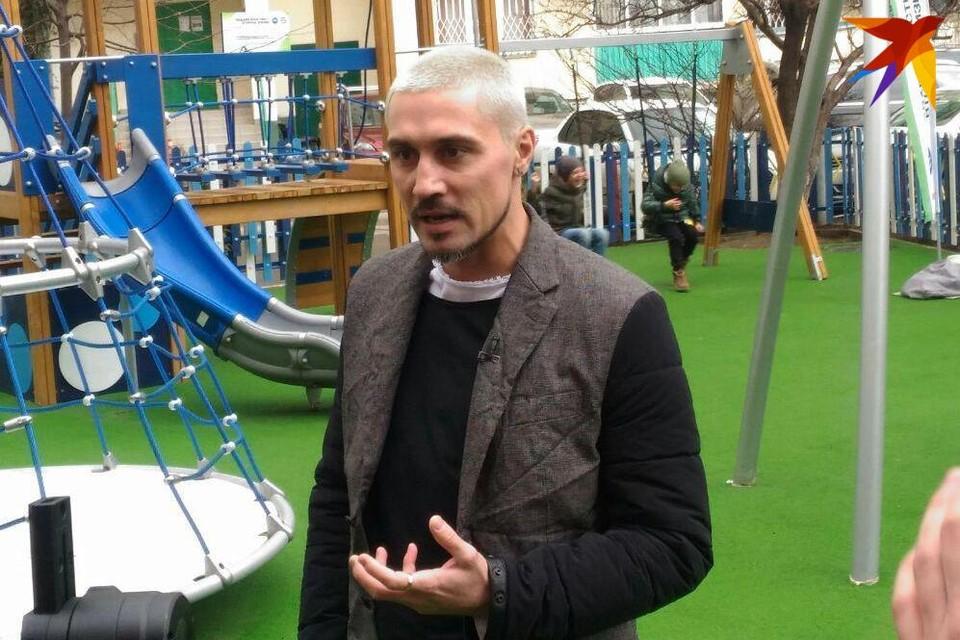 Дима Билан стал неожиданным гостем для жильцов дома на улице Атарбекова.