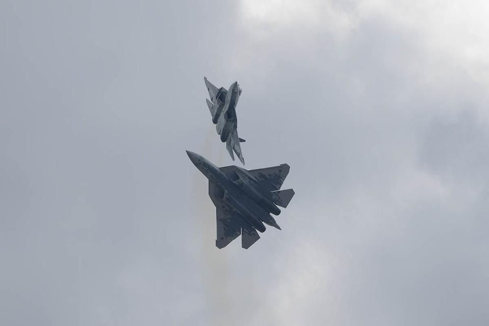 Новые боевые самолеты Су-57 и МиГ-41 могут стать опасными противниками для США, так как они получат на вооружение самые передовые российские разработки. ЭМИ-пушка может применяться также против военных дронов