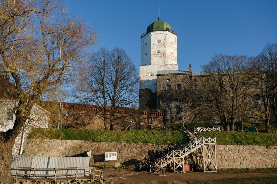 Полтора года без Святого Олафа: Башня Выборгского замка закрывается реставрацию.