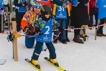 В России прошли соревнования по горным лыжам для особенных детей «Старты мечты»